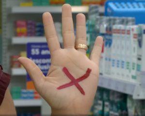 Sinal Vermelho: vítimas de violência doméstica no Piauí podem pedir ajuda em farmácias