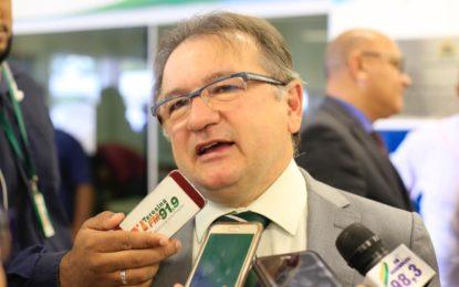 Merlong Solano vai assumir vaga de Assis Carvalho na Câmara Federal.