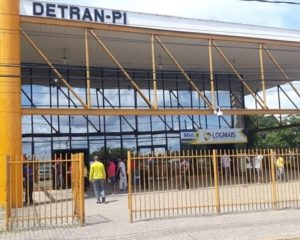 Detran retorna serviço de Transferência de Veículos por meio de despachantes
