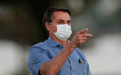 Bolsonaro veta indenizar profissionais da saúde incapacitados pela Covid