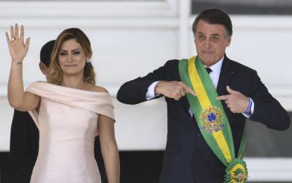 Michelle Bolsonaro recebeu ao menos R$ 72 mil de Queiroz entre 2011 e 2016
