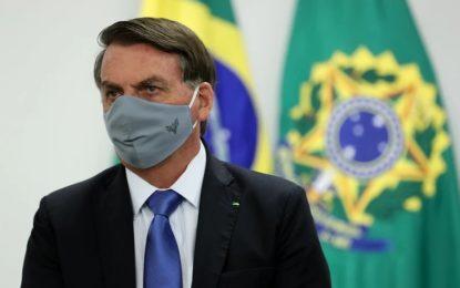 Bolsonaro lamenta quase 100 mil mortes por Covid-19, mas defende tocar a vida