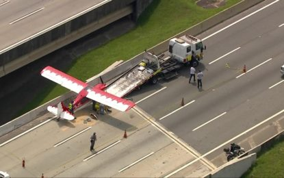 Avião faz pouso de emergência no Rodoanel em São Paulo