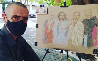 Mike trabalha com desenhos na praça Dr. Sebastião Martins em Floriano e faz trabalhos incríveis