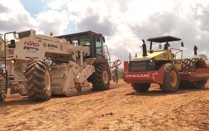 Obras da PI 218, trecho de 42 km que liga os municípios de Guadalupe a Jerumenha