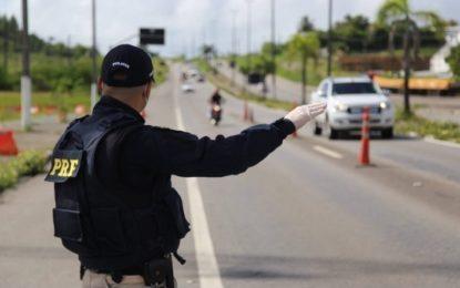 Suspeito de crime eleitoral é preso em Floriano com mais de 70 mil no porta-malas de um carro
