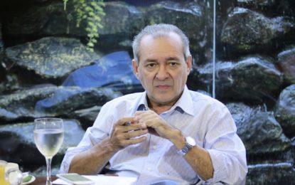 Jornalista Arimatéia Azevedo é solto após 5 meses de prisão