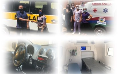 Prefeito Pedro Nunes faz entrega de Ambulância e Van Escolar em Marcos Parente